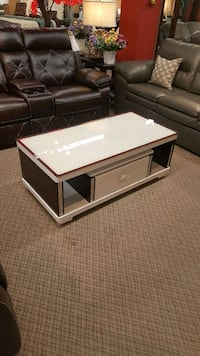 New coffee table on sale  547 km