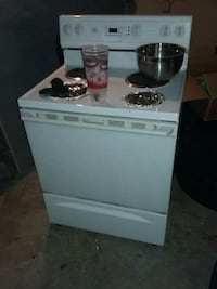 white and black 4-burner gas range oven 868 mi