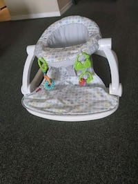 Baby sit up chair Airdrie, T4A 1Z7