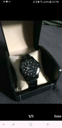 round black Rolex analog watch with link bracelet Toronto, M6K 3S2