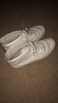 pair of white Nike low-top sneakers Frederick, 21703