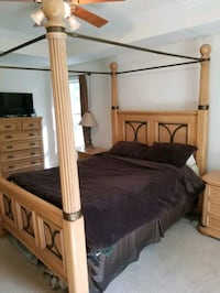 Four post queen size bed frame (no matress or box) Charles Town, 25414