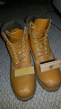 pair of brown leather work boots Aurora, L4G 7H4