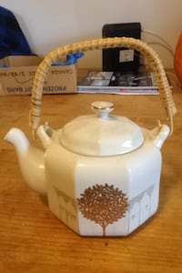 Vintage straw handle tea pot and cups