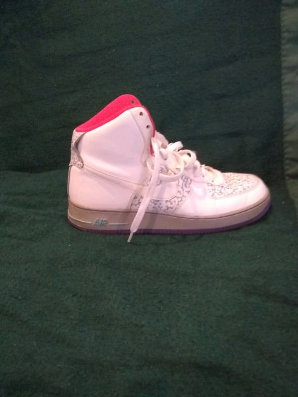 Nike Air Force Ones size 8.5 male 9d16587b-dbef-448c-8ef6-c5d5694857ac