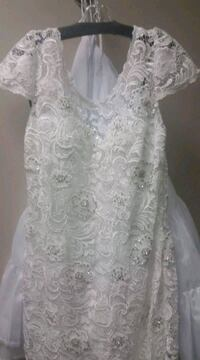 white floral lace scoop neck sleeveless dress Southwold, N0L 2G0