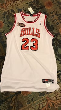 white and red Chicago Bulls 23 jersey shirt Los Angeles, 91605