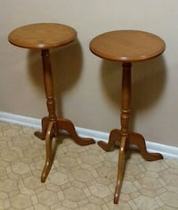 (Solid wood) Tables/Stands (Excellent Condition) Center Point