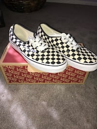White-and-black vans low-top sneakers Moreno Valley, 92557