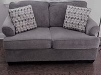 Couch with matching pillows FUQUAYVARINA