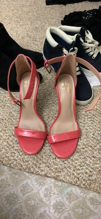 Size 5 heels. Beautiful color and only wore them once.