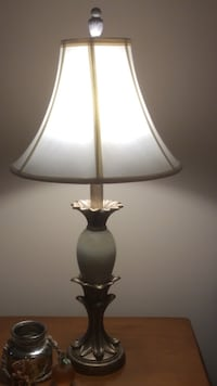 PAIR (2) OF MATCHING LAMPS W/SHADES green/gold/silver Columbia