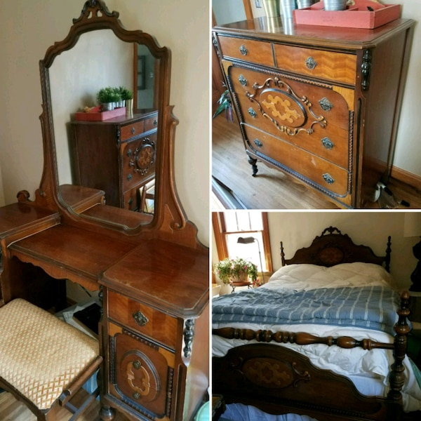 Early 1900s antique bedroom set.Vanity/Bed/dresser