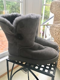 Girls size 5 gray suede UGG Boots  Centreville, 20120