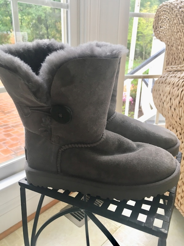 Girls size 5 gray suede UGG Boots