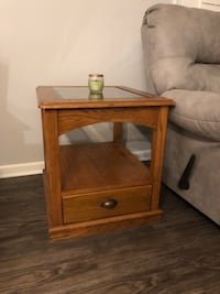 Glass top wooden end table Grand Rapids, 49525