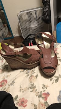 Pair of brown leather wedge ankle-strap sandals Bedford, 24523