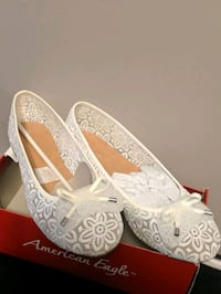 Brand new Girls size 5, Ivory lace flats