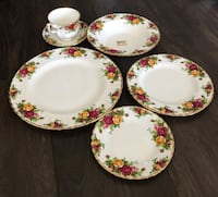 Never Used Royal Albert Old Country Roses 60 Piece Dinnerware & Coffee Set Milton