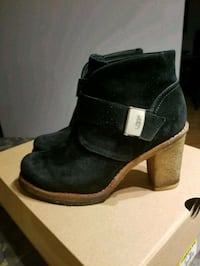 ugg booties size 6 Longueuil, J4L