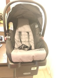 Baby's gray Graco car seat carrier Mississauga, L5R 2H4