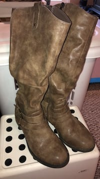 Womans leather boots Clarksburg