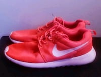 Womans nikes size 8 Kitchener, N2N 1Z4