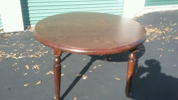 "Ethan Allen 48"" Round Dining Room Table with Leaf"