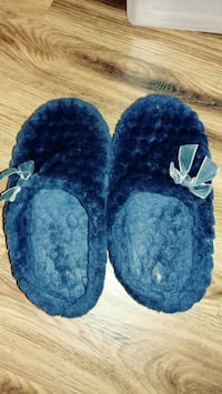 Well worn plush comfortable house slippers size 7 Alexandria, 22304