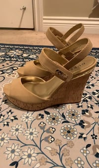 Size 8.5 Guess heels