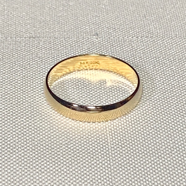 Men's 14k Yellow Gold Wedding Band Ring 10e01645-ff61-4802-ae55-982ad9376054