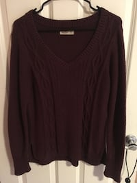 Maroon v-neck sweater - great condition! Lynnwood, 98036