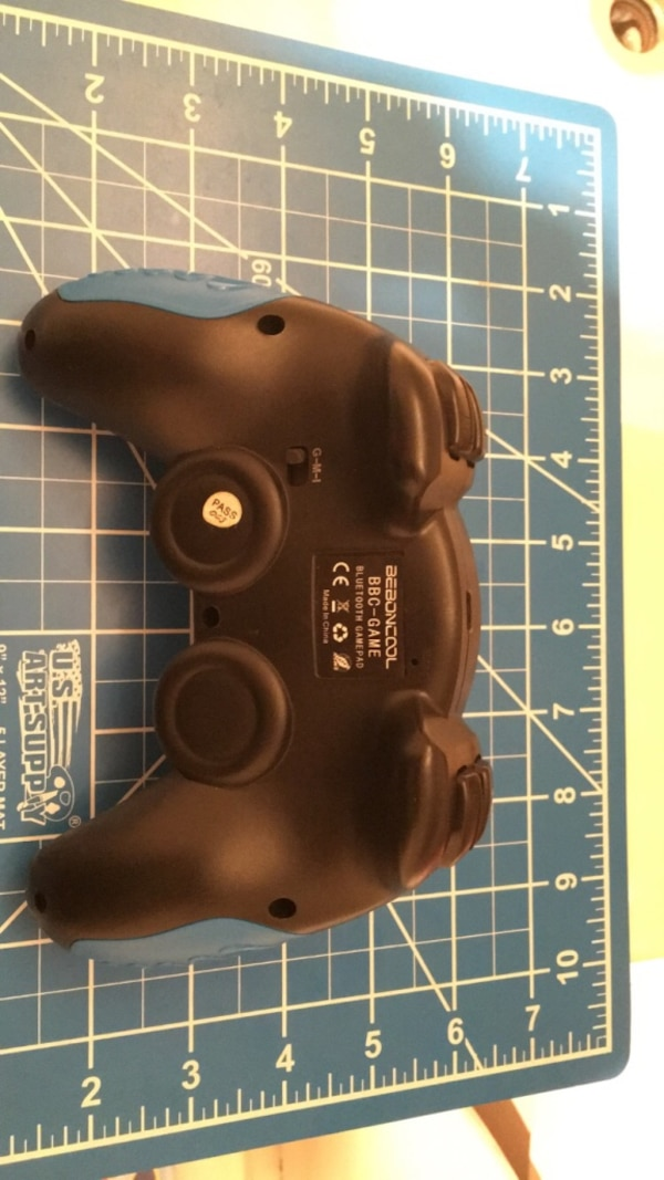 Black and Blue Bluetooth wireless gaming controller 11898bcc-6484-4186-89ab-dad0f6483496