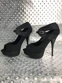 0ecfee7f215 Begagnad Authentic Pair of black and white snakeskin red bottoms ...