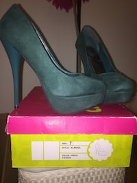 Women's pair of teal stilettos on box Woodbridge, 22192