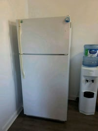 Kenmore - white top-mount refrigerator and stove Gatineau, J9A 1M2