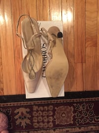 Like new cream colored dress sling heel brand name Caparros Nashville, 37221