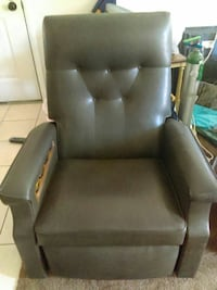 Vintage leather massage and heater recliner. Niaga Saint Pete Beach, 33706