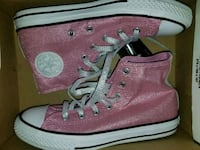 Chucks size 3 Camp Springs