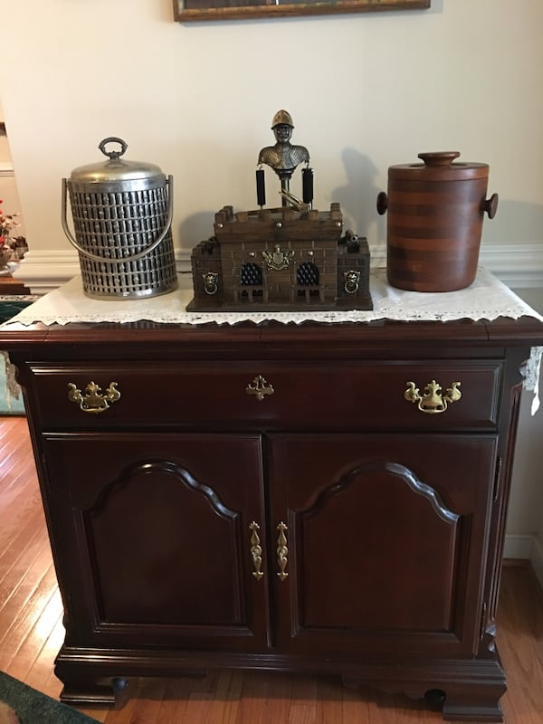 COLONIAL CHERRY MOBILE SERVER IN SOLID WOOD  1d0067c3-3877-42d6-a677-458bcea20196