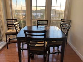 Dining Table with 6 chairs and extension leaf