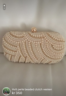 perle og gull studded clutch bag
