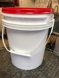 5 gallon buckets with lids Wilton, 03086