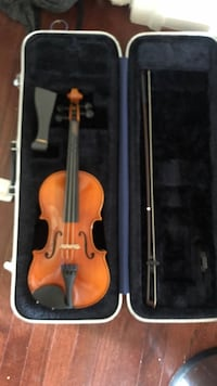 brown violin with bow in case Bowie, 20721
