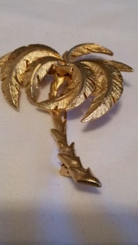 Palm tree broach 10 k layer in top  gold Oshawa, L1K 0B9