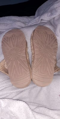 pair of brown leather sandals Martinsburg, 25403