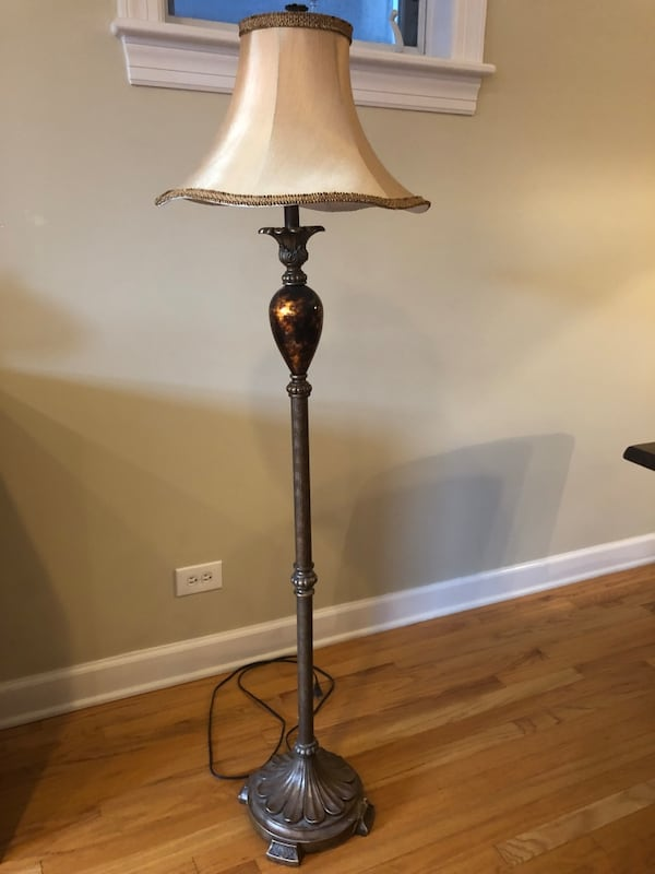 Matching beautiful table and floor lamps 8eecc5e9-d270-4f9c-a1cb-c0fed3db9ba1