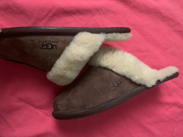 Ugg size 8 d8769ce7-a5ea-43df-a936-c1cfe9b3bb23