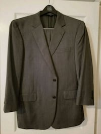 Men's 2 button Suit 44r (Jos A Bank) Spring, 77386