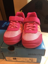 Stride rite New Pink sneakers for girl size 9.5 and 10